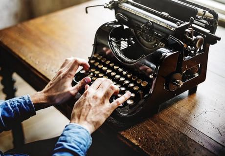 pozdravlenie-s-vsemirnym-dnyom-pisatelya