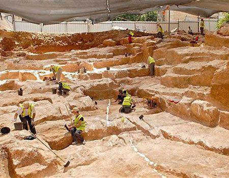 Поздравление с Днём Археолога